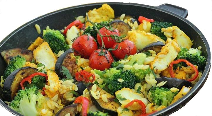 Dorsz z patelni z warzywami
